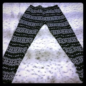 Pants - Black and white lined snowflake print leggings